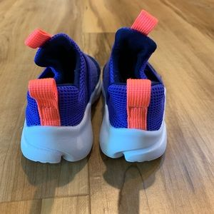 Nike Shoes - Nike pull ons. Great used condition size 6